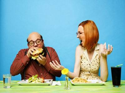 خواتین عموماً کھانا ختم کرنے میں دیر کیوں لگاتی ہیں؟ سائنس نے دلچسپ وجہ بتادی