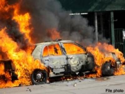 حملہ آوروں نے اپنے زیر استعمال گاڑی کو آگ لگا دی