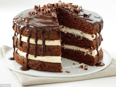 شوہر کو بیوی کے ہاتھوں بنے کیک کی تعریف نہ کرنا مہنگا پڑ گیا