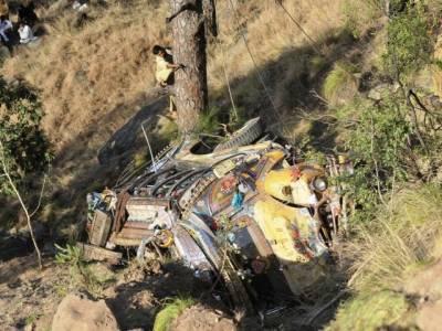 گڑھ مہاراجی کے قریب بس الٹنے سے 1 شخص جاں بحق،30 زخمی