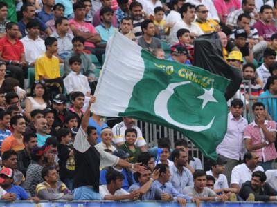 میچ کے دوران پاکستانی شائقین نعرہ تکبیر کے نعرے بلند کرتے رہے