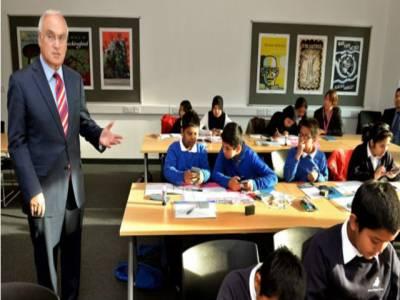 برطانیہ نے بچوں کیلئے جنسی تعلقات کی تعلیم لازمی قراردیدی