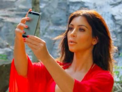 اداکارہ پاکستانی کرکٹروں کو بھی پیچھے چھوڑ گئی،سیلفیاں لینے پر سالانہ ایک کروڑ روپیہ خرچہ