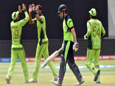 پاکستان بمقابلہ آئرلینڈ، قومی ٹیم نے 90کی شرٹ راحت علی کو پہنادی