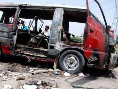 مسافر وں سے بھری ویگن میں سلنڈر پھٹنے سے آتشزدگی ،ڈرائیور ویگن چھوڑ کر فرار