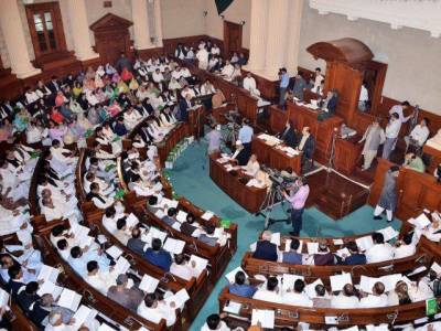 پنجاب اسمبلی، بیورو کریسی نے ایوان کو مذاق بنالیا، سیکرٹری داخلہ کی عدم موجودگی پر سپیکر برہم