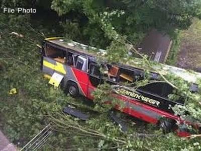 ہری پور میں مسافر بس پل سے نیچے جاگری،25افراد زخمی