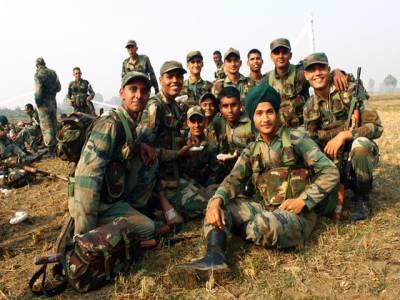 لینڈ سلائیڈنگ کے باعث بھارتی فوجیوں کا اسلحہ تباہ