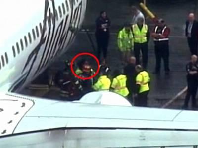 نیند سولی پر بھی آجاتی ہے!ایئرپورٹ پر کام کرنے والے شخص کی یہ حرکت جان کر آپ کو بھی یقین نہیں آئے گا