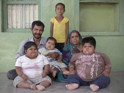 دنیا کے وزنی ترین بچوں کی جان بچانے کیلئے غریب باپ نے ناقابل یقین قربانی دینے کافیصلہ کر لیا