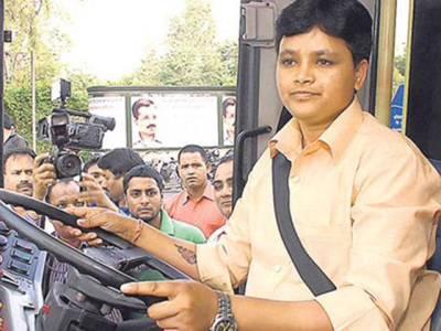 دہلی میں پہلی خاتون بس ڈرائیور بن گئی خواتین مسافروں کا تحفظ ترجیح ہے: وی سریتا