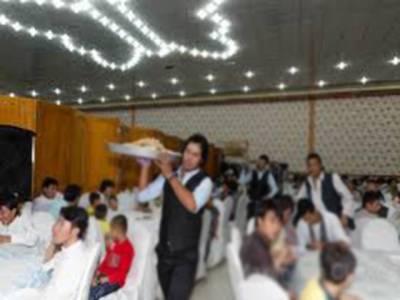 بیگانی شادیوں میں شرکت کرنے والے سینکڑوں دیوانے