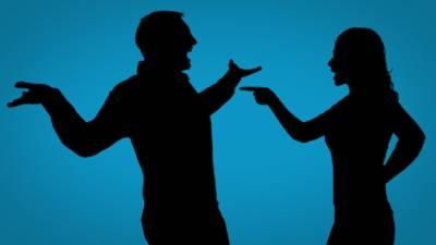 پسند کا مہنگا موبائل نہ دلانے پر بیوی کا سربازار ہنگامہ، شوہر منتیں کرتا رہا