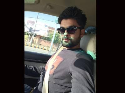 سیلفی جنون، اپنے مداحوں میں رہنے کی کوشش کرتا ہوں: احمد شہزاد