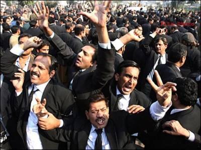 سانحہ ڈسکہ:وکلاءکا احتجاج جاری ،ملزموں کو سزا دینے کے لئے 30دن کا الٹی میٹم