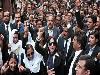 سانحہ ڈسکہ :وکلاءکا احتجاج جاری ،آئی جی کی معطلی کا مطالبہ