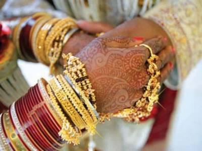 بھارتی شخص نے پانی بھر کر لانے کیلئے تین شادیاں رچالیں
