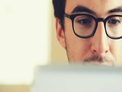 اگر آپ بھی سمارٹ فون یا کمپیوٹر زیادہ استعمال کرتے ہیں تو آنکھوں کوصحت مند رکھنے کیلئے ان مشوروں پر ضرور عمل کریں