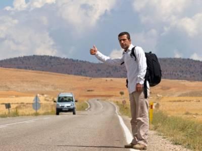 وہ ملک جہاں قانون کے تحت راستے میں کھڑے مسافر وں کو لفٹ دینا لازمی ہے