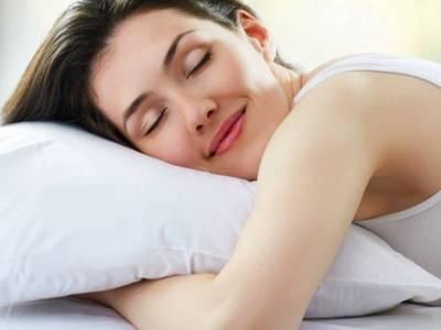 اگر نیند پوری کرنے کے باوجود آپ کو تھکاوٹ محسوس ہوتی ہے تو اس آسان ترین مشورے پر عمل کر کے دیکھیں