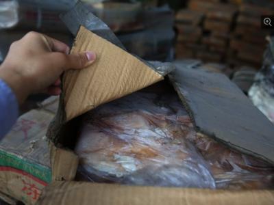 ہمسائے ملک سے سمگل کئے جانے والے گوشت کے یہ پیکٹ کتنے سال پرانے ہیں ؟جان کر آپ گوشت کھانےسے ہی گھبرائیں گے