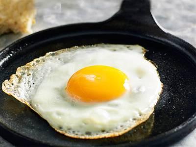آپ آج تک انڈہ غلط طریقے سے فرائی کرتے آئے ہیں!درست طریقہ جانئے اور سب کو حیران کردیں