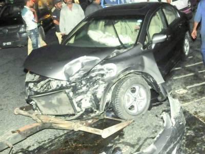 ٹریفک حادثات میں 20سالہ نوجوان جاں بحق'2 شدید زخمی