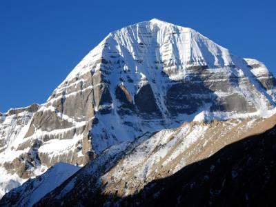 دنیا کا واحد پہاڑ جو بہت اونچا نہیں لیکن پھر بھی آج تک کوئی انسان اسے سر کرنے کی ہمت نہ کرسکا کیونکہ۔۔۔