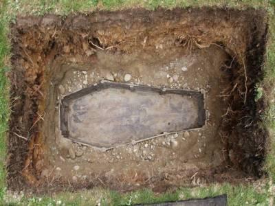 مردہ عورت قبر میں زندہ لیکن پھر جانبر نہ ہوسکی