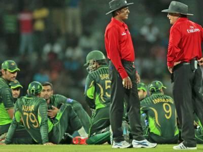 تیسرا ون ڈے: تماشائیوں کا پاکستانی کھلاڑیوں پر پتھراﺅ، پولیس نے صورتحال پر قابو پا لیا