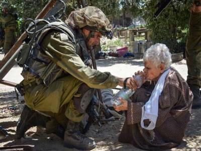 اس اسرائیلی فوجی نے فلسطینی بزرگ خاتون کو پانی دے کر مسلمانوں کے دل جیت لیے لیکن حقیقت ایسی نکلی کہ آپ کا دل پسیج جائے