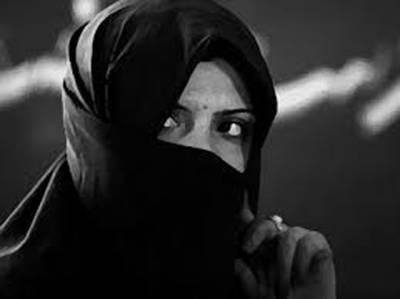 """4 رکنی ڈکیت گینگ کی سرغنہ """"پھولن دیوی""""شوہر اور ساتھیوں سمیت گرفتار"""