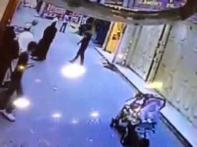 موقع پر ہی انصاف کر دیا،سعودی خاتون کو ہراساں کرنے والے مر د کو شاندار سزا