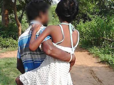 یہ آدمی ریپ کا نشانہ بننے والی اپنی بیٹی کو اٹھا کر روزانہ 4 کلومیٹر پیدل چلتاہے کیونکہ۔۔۔