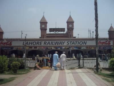 لاہور سے بھتہ لینے کے الزام میں دو سرکاری ملازمین سمیت تین افراد گرفتار
