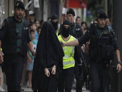 سپین میں برقع پوش نوجوان لڑکی دیگرخواتین کوداعش میں بھرتی کرنے کے الزام میں گرفتار