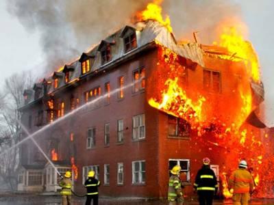 اگر عمارت میں آگ لگ جائے تو سانس کیسے لیا جائے؟ جانئے وہ حقائق جو کسی دن آپ کی زندگی بچاسکتے ہیں