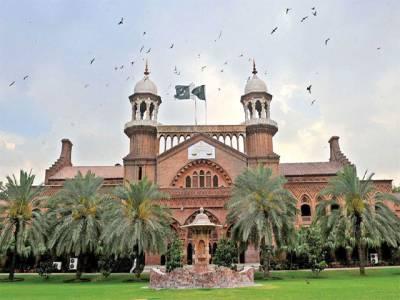 حجاب کی وجہ سے داخلہ نہ ملنے پر درخواست کی سماعت، عدالت نے طالبہ کو سوشل میڈیا پر رائے دینے سے روکدیا