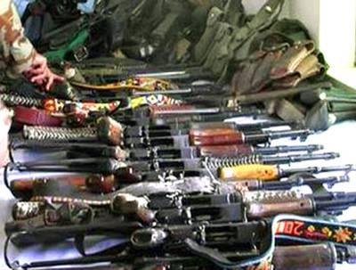 نوشکی میں 25 فراریوں کاایف سی کے سامنے ہتھیارڈال کر قومی دھارے میں شامل ہونے کا اعلان