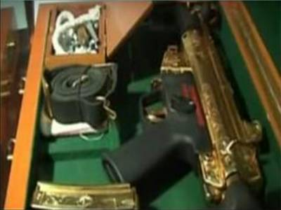 سونے کی یہ قیمتی بندوق آصف علی زرداری نے تاجی کھوکھر کے صاحبزادے کو دی تھی