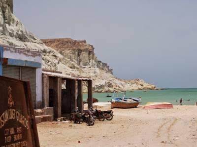پاکستان کوسٹ گارڈ کی جیوانی ساحل پر کارروائی ،غیر قانونی طور پر ایران جانیوالے91افراد گرفتار