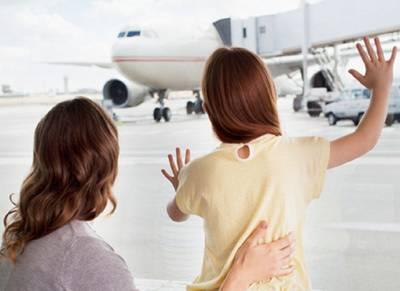 وہ ماں بیٹی جو گزشتہ 15 ماہ سے ائیرپورٹ پر رہ رہی ہیں، انتہائی دلچسپ کہانی