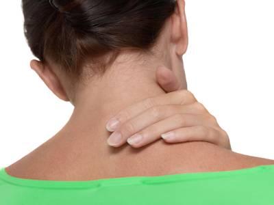 اگر آپ کو گردن یا کندھوں میں درد یا اکڑن کی شکایت رہتی ہے تو اس آسان ورزش کو آزما کر آپ چھٹکارا حاصل کرسکتے ہیں
