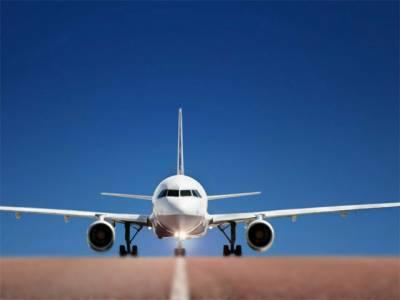 ایئر ہوسٹس مسافر کے ساتھ جہاز کے باتھ روم میں قابل اعتراض حرکات کرتے ہوئے رنگے ہاتھوں پکڑی گئی