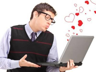 سوشل میڈیا کے ذریعے دل لگی، آسان مگر خطر ناک بھی