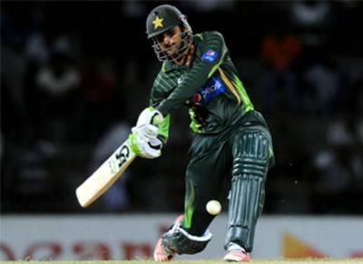 پاکستان کی جیت یقینی دیکھ کر زمبابوے کے کھلاڑی خراب روشنی کی شکایت کر کے پویلین چلے گئے, شعیب ملک کا 'دھرنا'