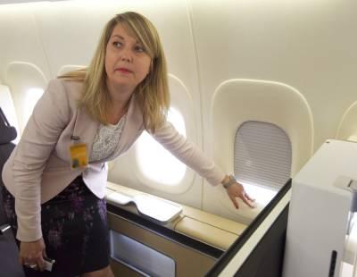 لینڈنگ اور ٹیک آف کے وقت جہاز میں کھڑکیوں کے کور کیوں کھلوائے جاتے ہیں اور آپ سے نشست سیدھی کرنے کو کیوں کہا جاتا ہے؟