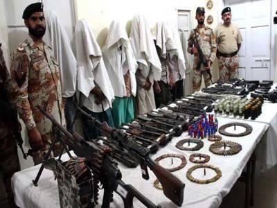رینجرز کی کراچی کے مختلف علاقوں میں کارروائیاں، 17 خطرناک ملزمان گرفتار