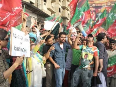 لاہور : یوسی 88سے مبینہ طور پر سینکڑوں بیلٹ پیپر برآمد،پی ٹی آئی اور آزاد امیدوار سراپا احتجاج،دھاندلی کا الزام