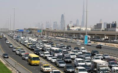 جمعہ کے روز پاکستانی کو بھی دبئی میں گاڑی نہ چلانے دو کیو نکہ ۔۔۔